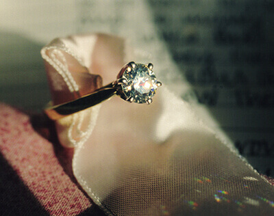 live show of a diamond ring with a golden circle as a good jewellery choice for cremation